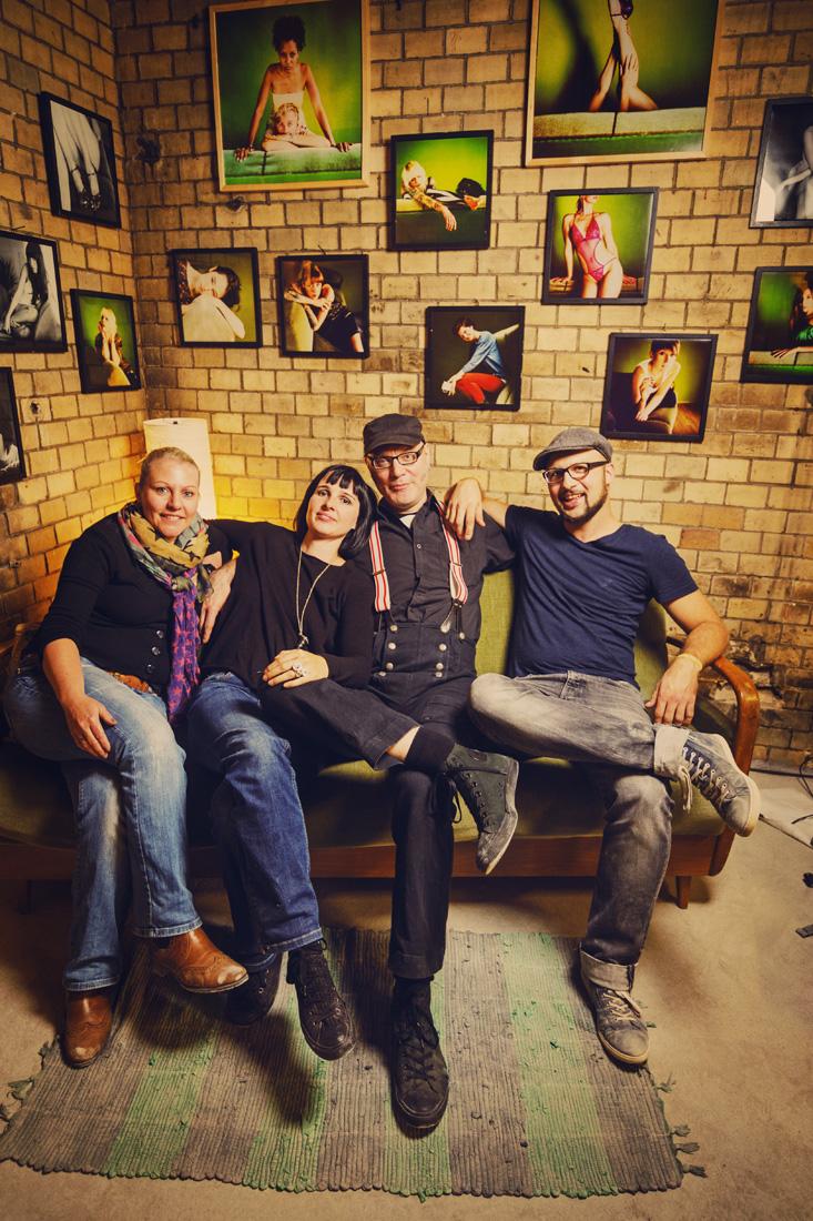 Kunst in Licher Scheunen. 2014, Ausstellung, Kunst, Rossi Photography, Christoforos Mechanezidis, Grünes Sofa, Fotograf, Portraits, Gießen, Giessen