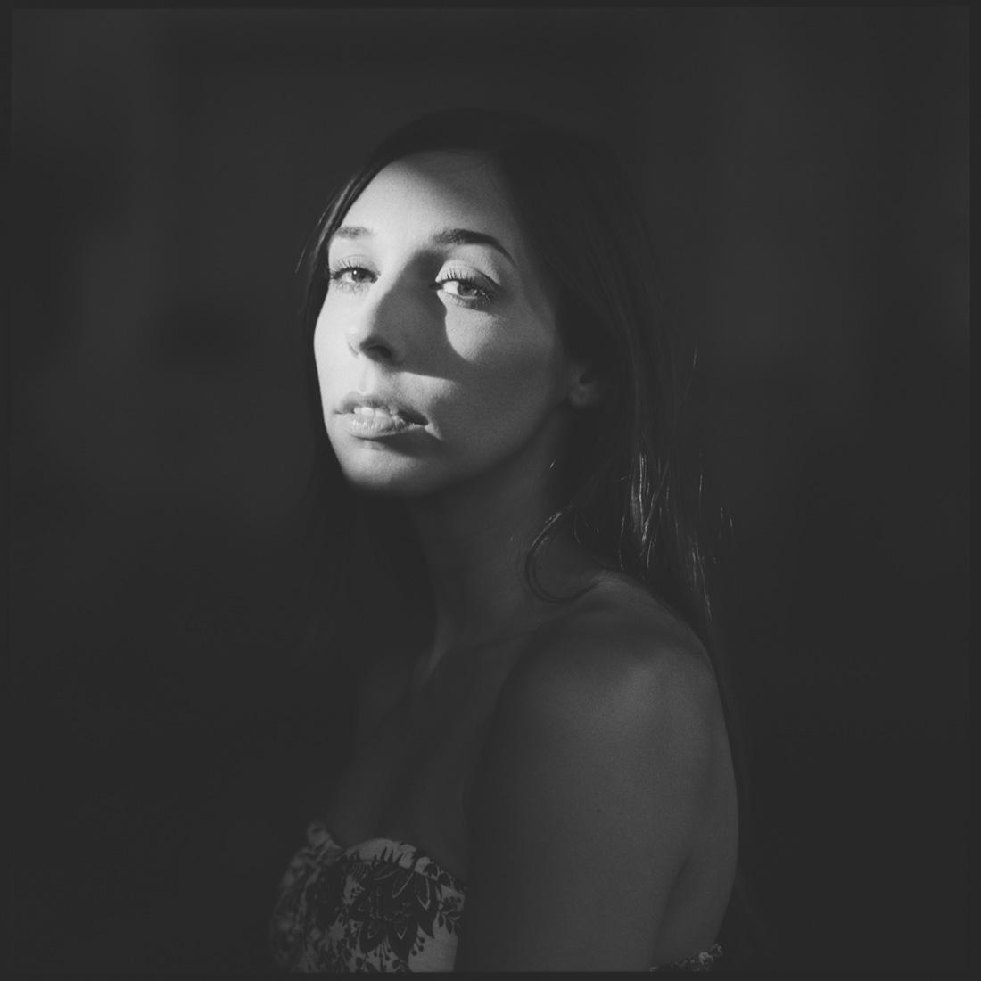 Porträts mit Sophie * Hasselblad 500c/m * Analoge Mittelformat-Fotografie * Rossi Photography * Dein Porträtfotograf für Hessen und Deutschland