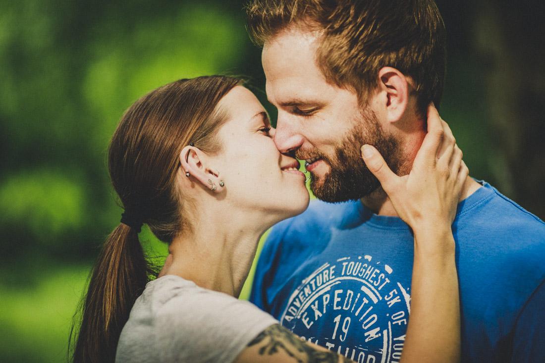 farbenfrohes und romantisches paarportrait - paarshoot in hessen
