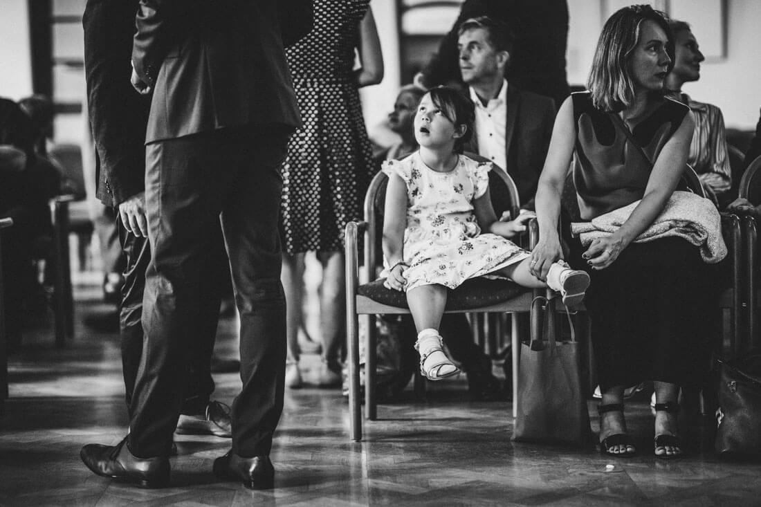 """Ungeduldige Kinder """"lieben"""" Hochzeiten... :) Standesamtliche Trauung im Frit-Loeffler-Saal in Dresden - Hochzeitsfotograf Dresden"""