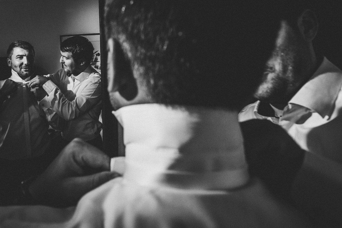 Heiraten in der Paradieskapelle beim Kloster Arnsburg in Lich! Hochzeitsfeier im Landhaus Klosterwald - Hochzeitsfotograf Lich und Kloster Arnsburg - Bräutigam beim Getting Ready