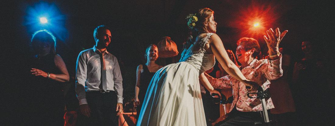 Hochzeit in der Paradieskapelle im Kloster Arnsburg * Hochzeitsfeier im Landhaus Klosterwald bei Lich - Hochzeitsfotograf Marburg , Giessen und Frankfurt