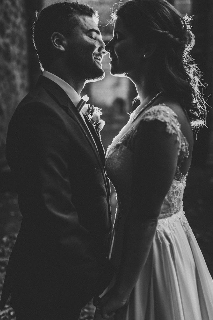 Heiraten in der Paradieskapelle beim Kloster Arnsburg in Lich! Hochzeitsfeier im Landhaus Klosterwald - Hochzeitsfotograf Lich und Kloster Arnsburg - Hochzeitspaar-Shooting vor der Trauung