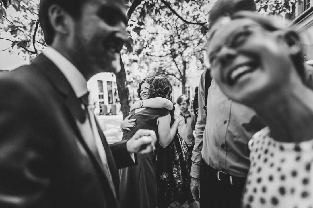 Hochzeitsmomente waehrend der Gratulationen - Hochzeitsfotograf Dresden