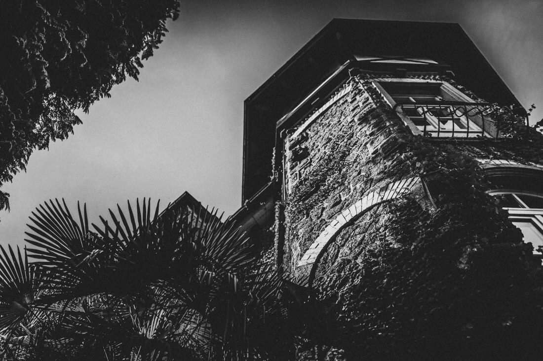 aussenansicht vom schlossturm des zuckerberg-schlosses - hochzeitsfotograf schwarzwald