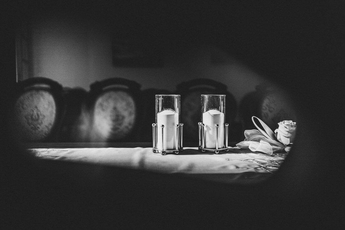 schones tageslicht faellt in den raum des standesamtes im zuckerberg-schloss - hochzeitsfotograf schwarzwald