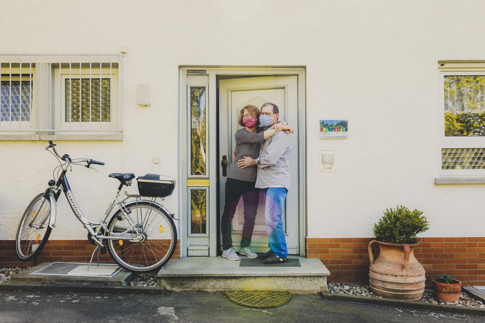Corona-Fotoshooting - Haustür-Shootings Giessen, Marburg, Wetzlar, Grünberg, Frankfurt, Hessen - Familienfotograf - Familienbilder