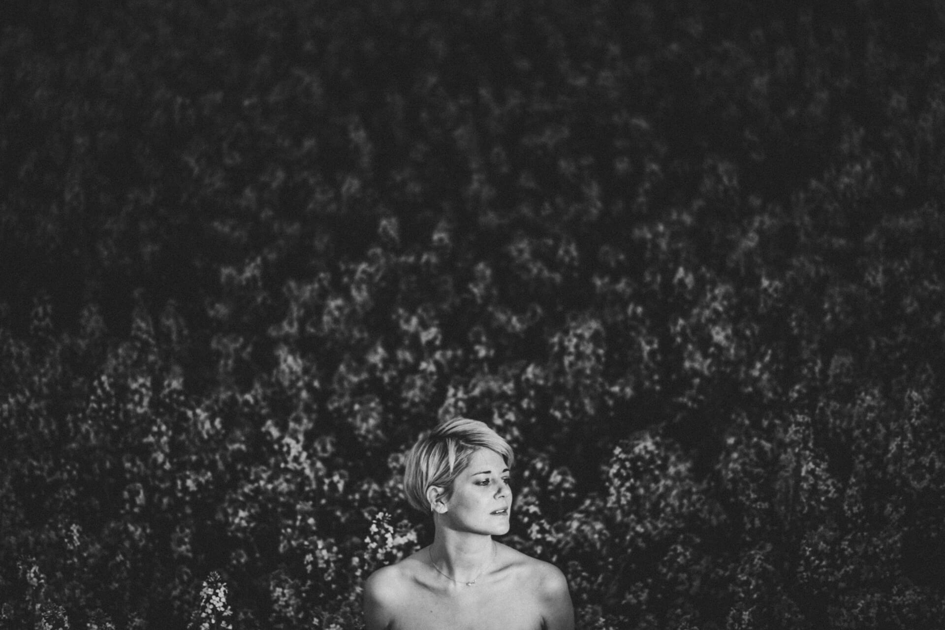 Fotoshooting mit Judith im Rapsfeld - Porträtshooting Marburg - Fotograf Marburg