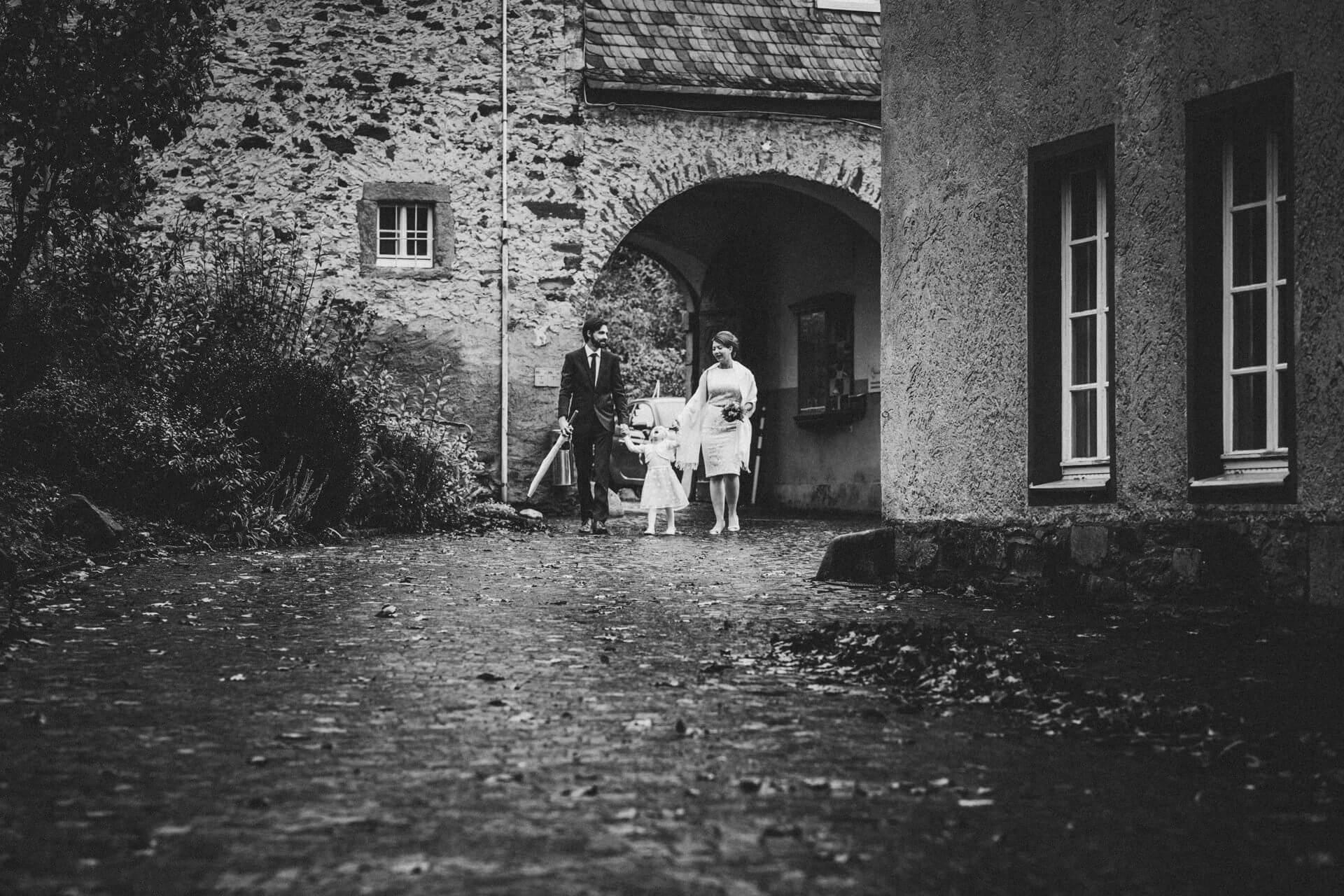 Standesamtliche Trauung im Kloster Altenberg - Hochzeitsfotograf Lahn-Dill-Kreis - kreative Hochzeitsfotografie