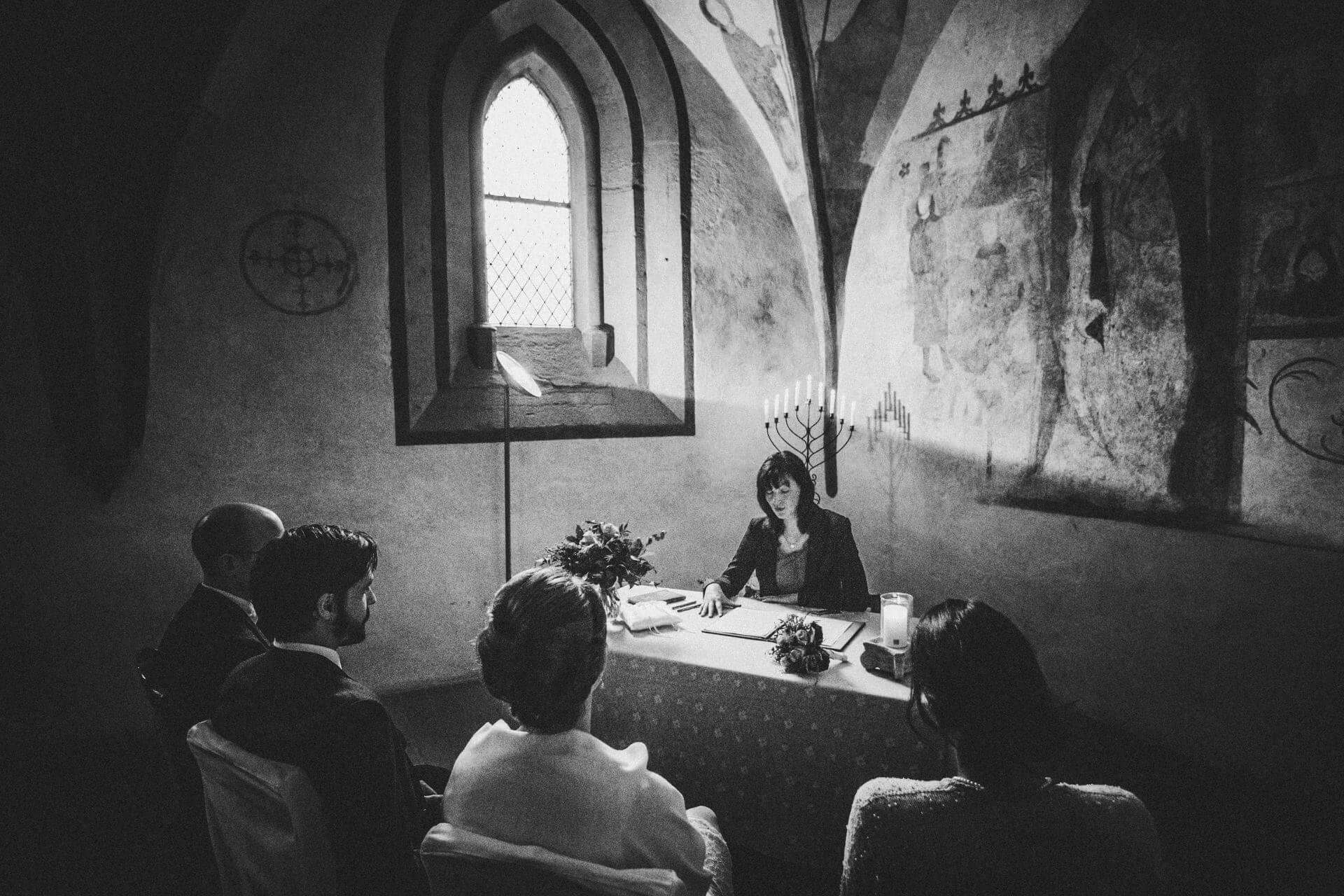 Standesamtliche Trauung im Kloster Altenberg - Hochzeitsfotograf Lahn-Dill-Kreis - ehrliche Hochzeitsfotografie