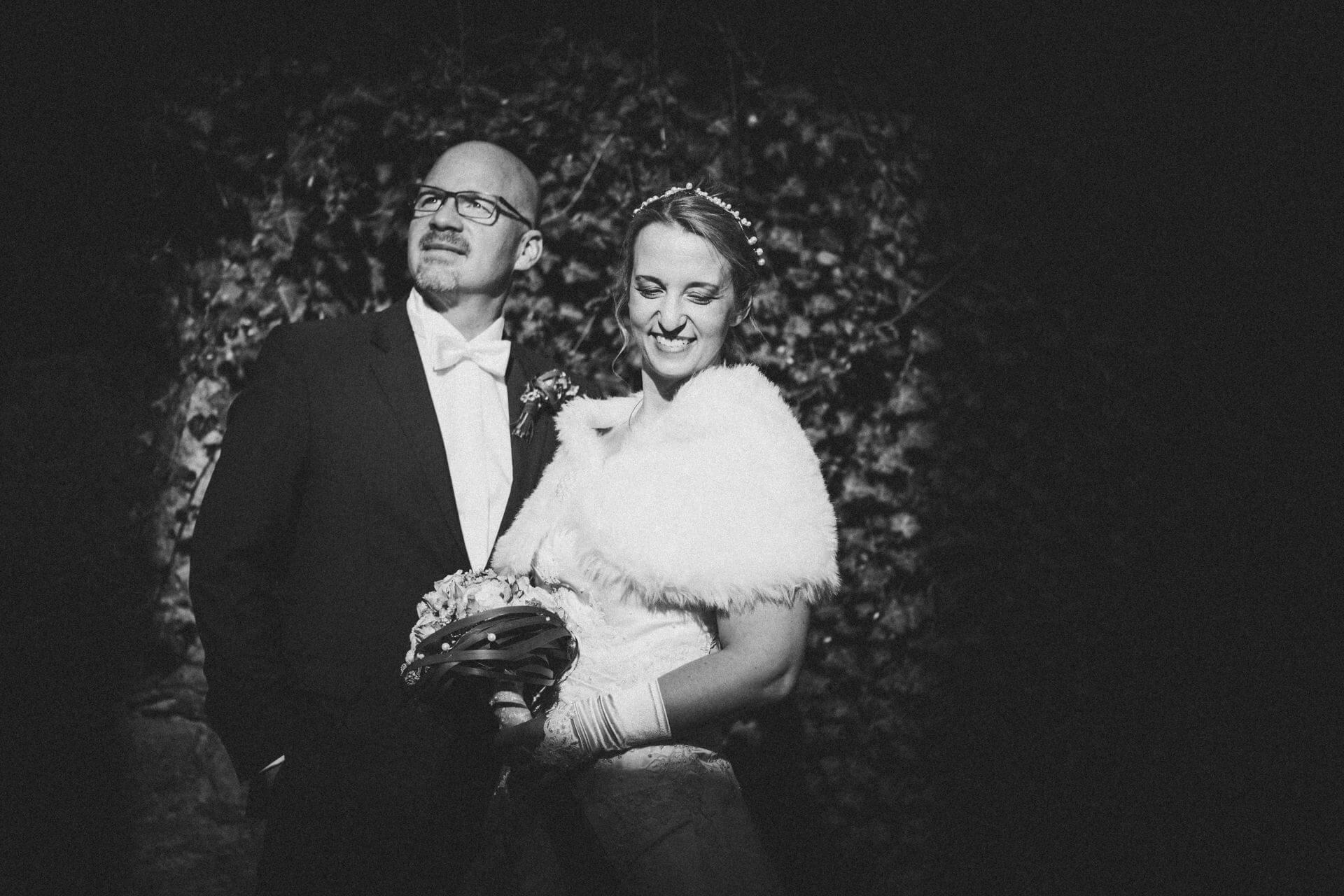 Hochzeitsfotograf Lollar - Hochzeitslocation Burg Staufenberg - Paarfotos auf der Burg