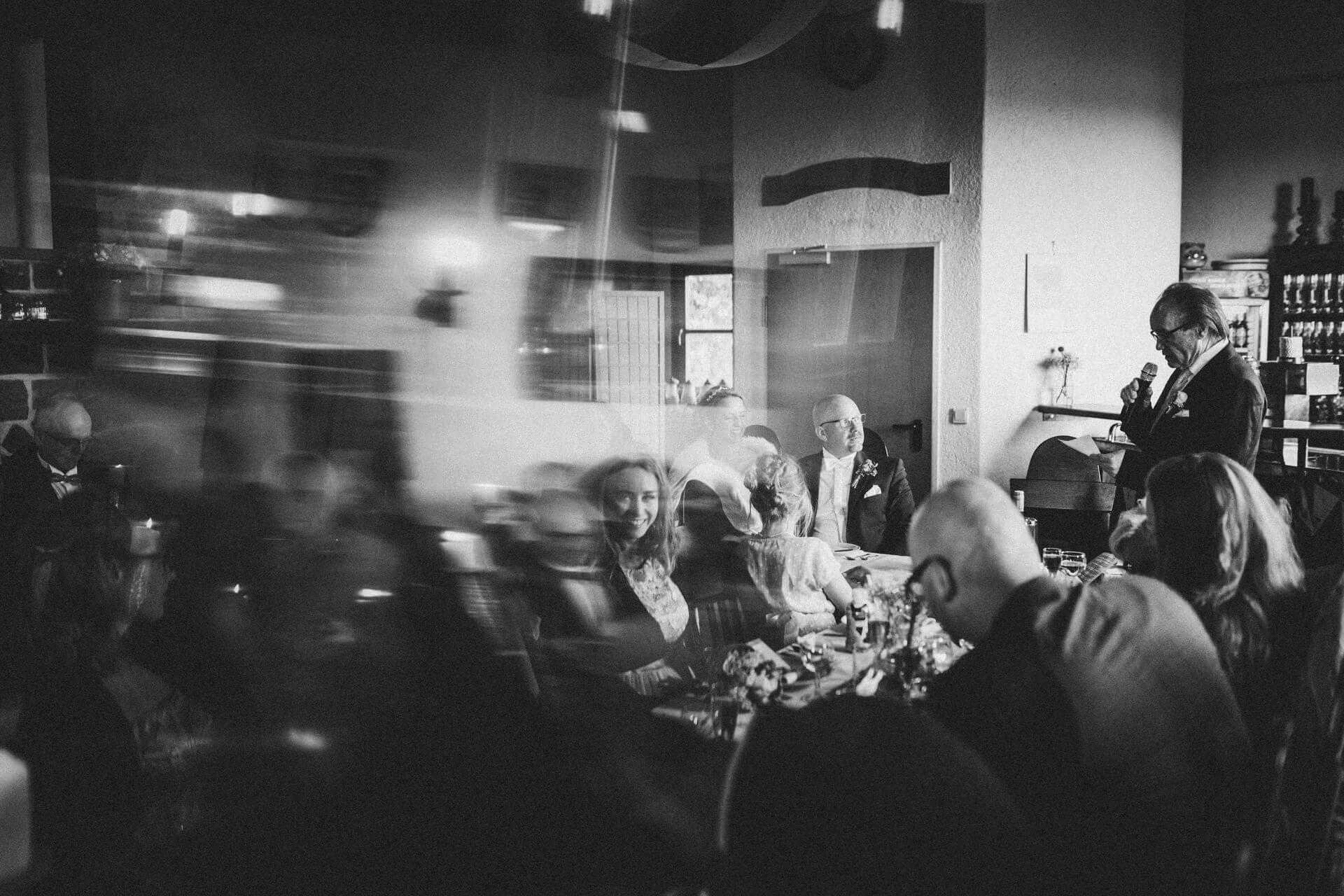 Hochzeitsfotograf Lollar - Hochzeitslocation Burg Staufenberg - kreative und lebendige Hochzeitsreportagen