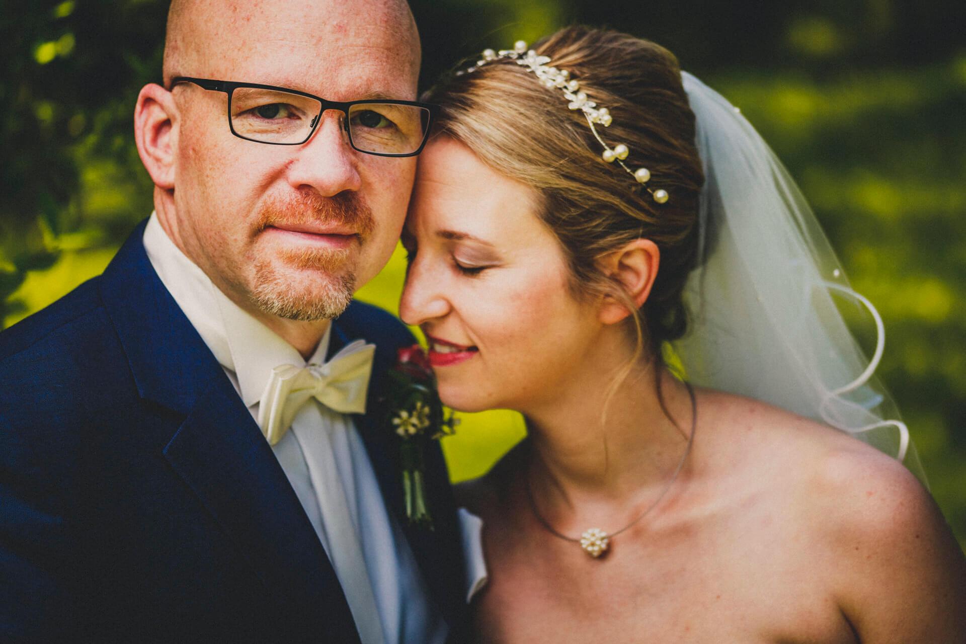 Hochzeitsfotograf Hofgut Friedelhausen - Hochzeitsfotos im Schlossgarten vom Schloss Friedelhausen