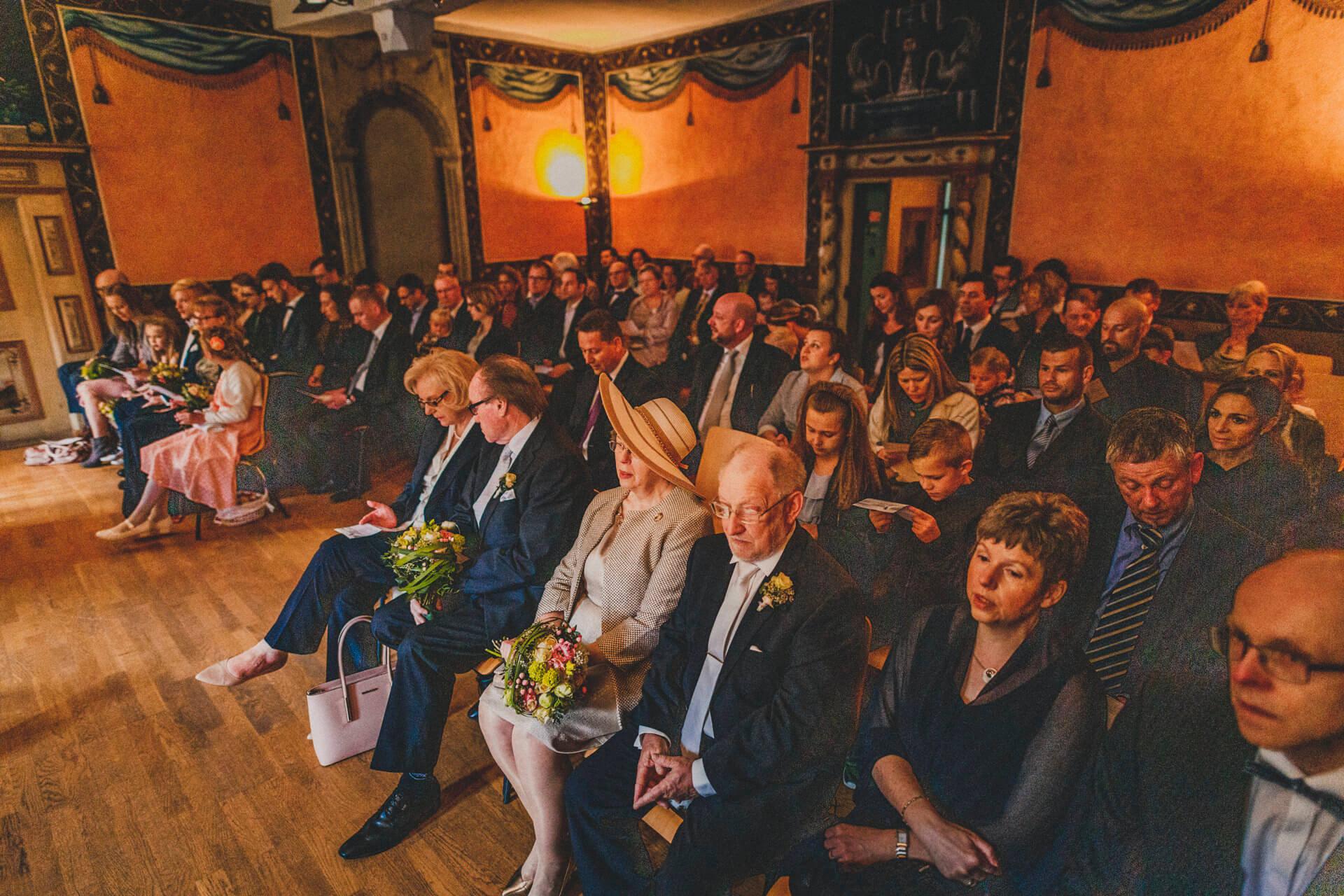 Hochzeitsfotograf Hofgut Friedelhausen - Trauung im alten Rittersaal - Einzigartige gefühlvolle Hochzeitsbilder