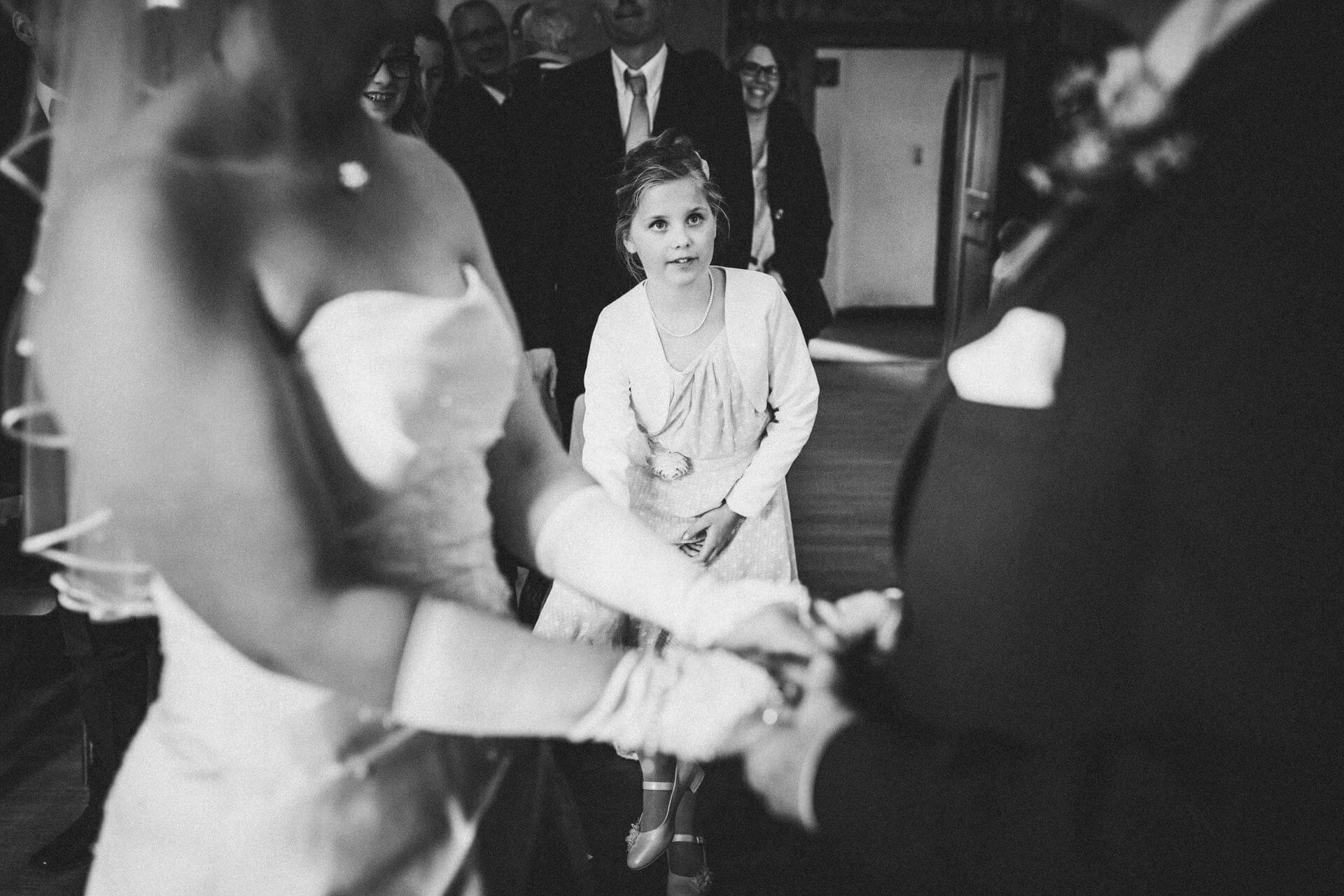 Hochzeitsfotograf Hofgut Friedelhausen - Trau-Zeremonie im alten Rittersaal - Emotionale Hochzeitsfotos