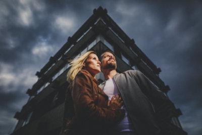 Paar-Bilder, Verlobungs-Shooting in einem Lost Place, Corona Shooting Fotograf