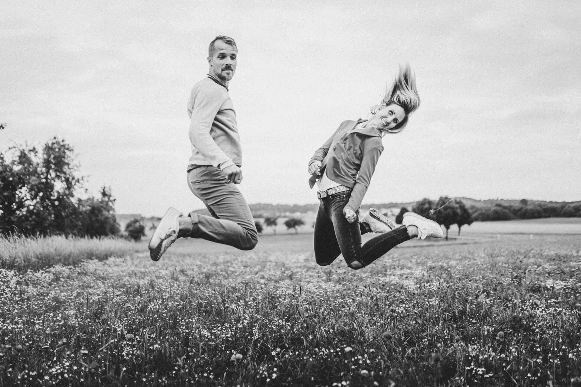 Witzige Hochzeitsbilder, Paar-Bilder, Verlobungs-Shooting Marburg und Giessen