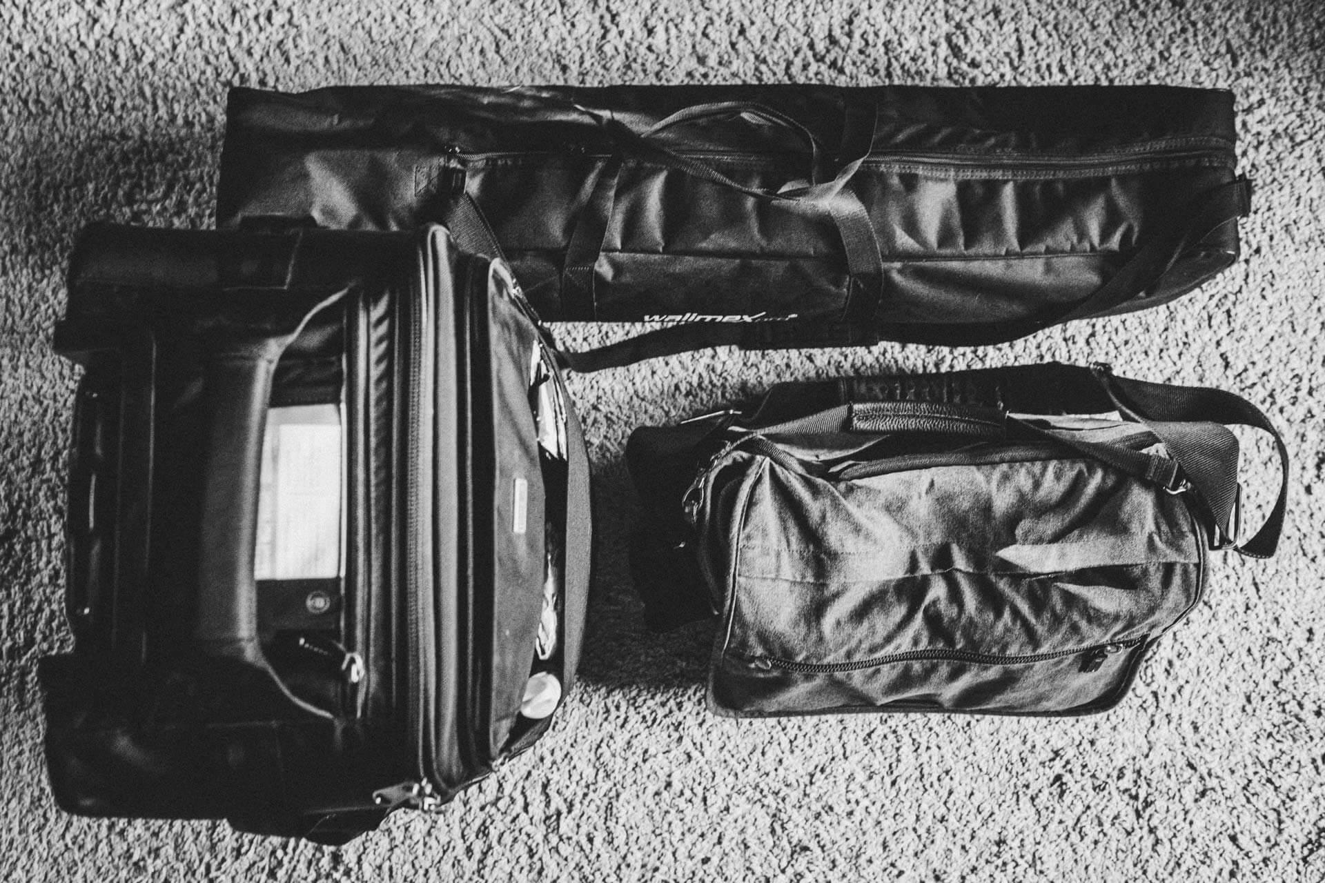trolley, stativtasche und tenba-fototasche beieinander - was ist in meiner fototasche, what´s in my bag
