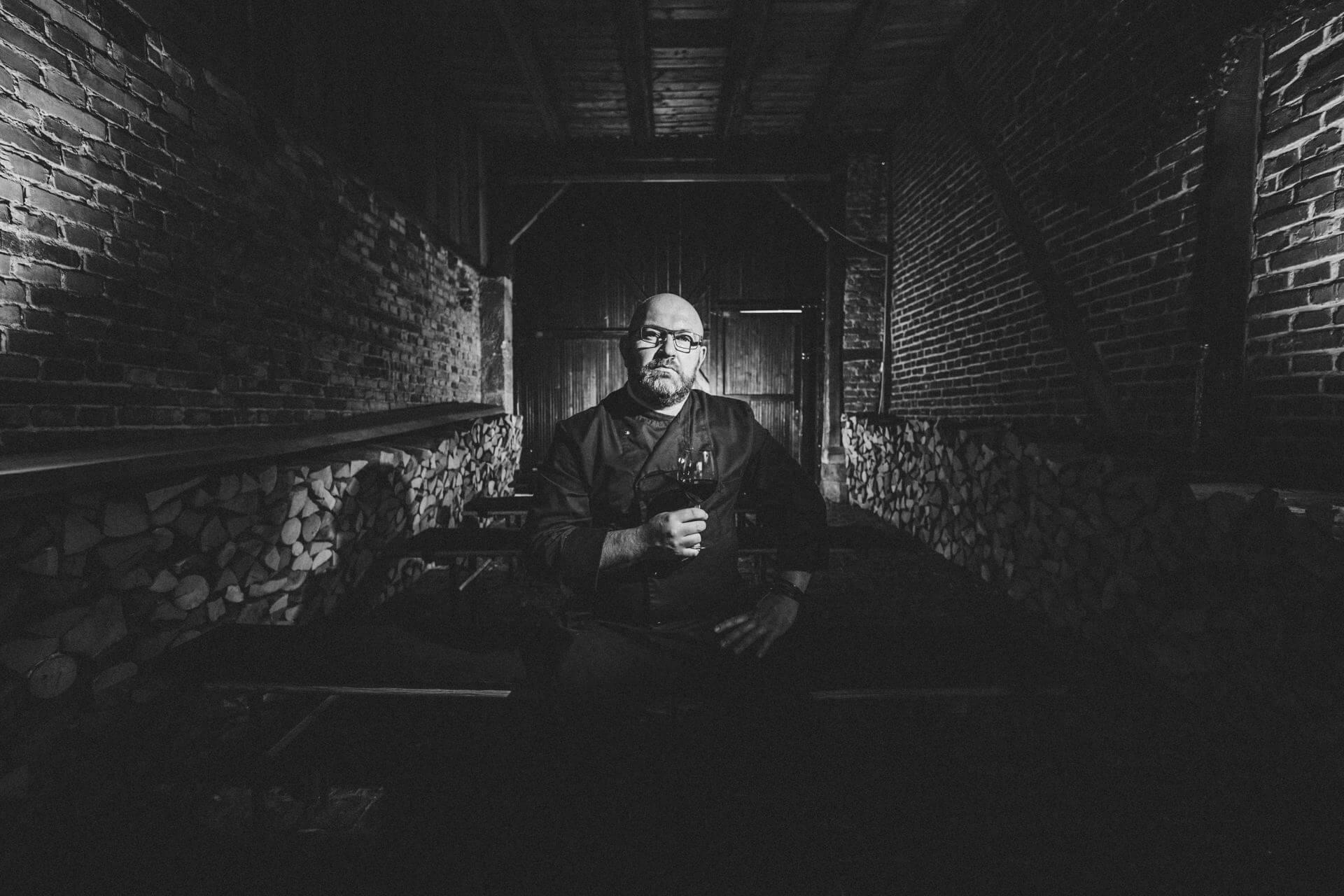 """stefan van´t hoogt im alten behring-gutshof marburg - corona-fotoprojekt """"alles auf stopp"""""""